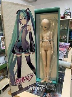VOLKS Dollfie Dream Miku plus Senbonzakura Outfit